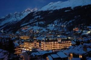 شهرک روستای زرمات ، در کانتون واله سوئیس در دامنه کوهستان سرون.