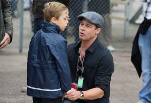 براد پیت و پسرش در مسابقات موتور سواری