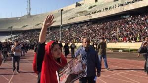 همسر هادی نوروزی در مراسم تشییع در ورزشگاه آزادی
