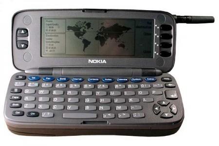 اولین گوشی با صفحه کلید کامل