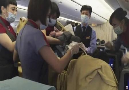 زایمان در هواپیما