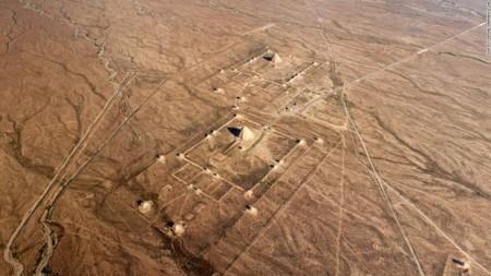 مقبرههای باستانی در میان کوههای هیلان چین