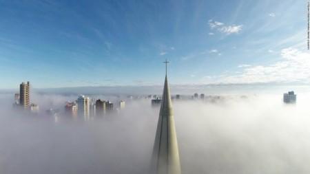 برج کلیسای مارینگا برزیل از بالای ابرها هم پیداست.