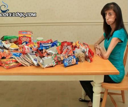 لیزی به همه جور غذایی تمایل دارد ولی چربی غذا ها به بدنش جذب نمیشود