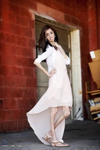 لیز به لباس و نوع پوشش بسیار اهمیت میدهد و سعی میکند رنگ های تاثیر گذار را در لباس هایش استفاده کند