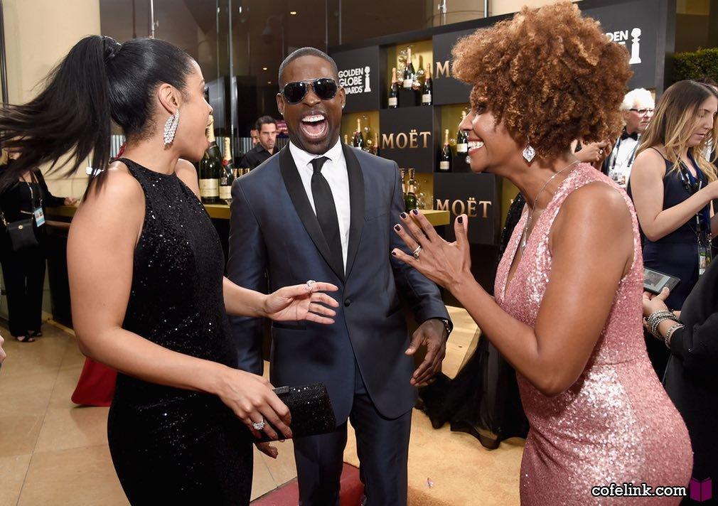 یازیگران Susan Kelechi Watson, Sterling K Brown, و Ryan Michelle Bathe در حال شوخی و خنده باهمند. براون نامزد بهترین بازیگر برای فیلم The People v OJ Simpson: American Crime Story شده بود