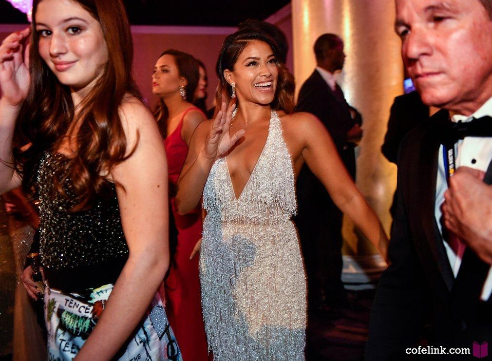 لبخند کش دار Gina Rodriguez که برنده جایزه بهترین بازیگر زن در سریال تلویزیونی کمدی Jane the Virgin بود