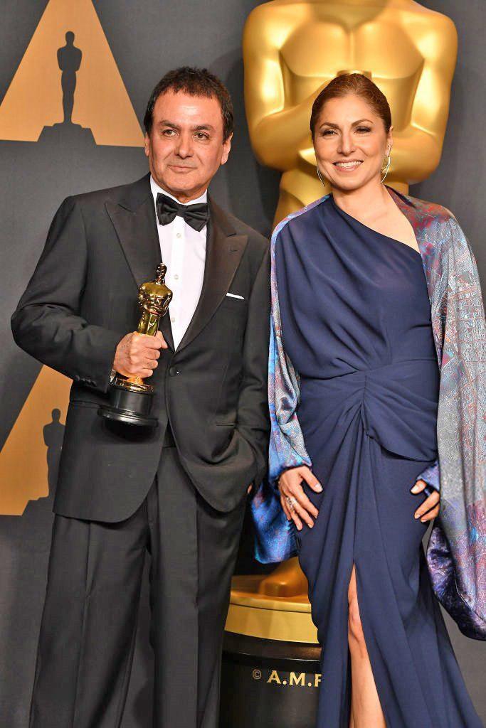 انوشه انصاری و فیروز نادری به نمایندگی از اصغر فرهادی جایزه اسکار را تحویل گرفتند